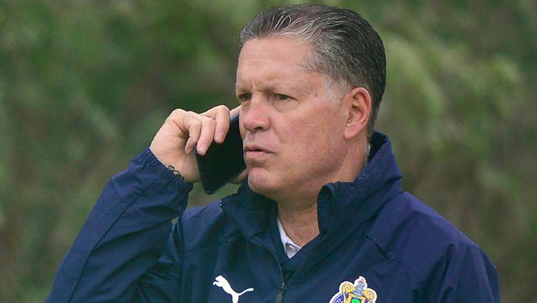 Peláez habla por teléfono en Verde Valle