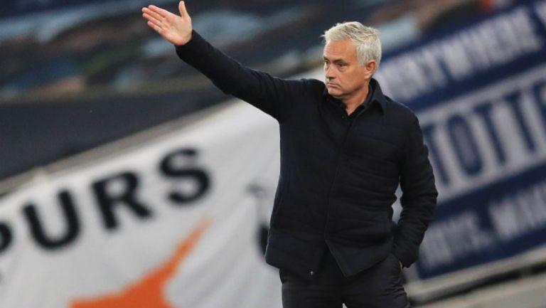 José Mourinho dirigiendo al Tottneham vs Arsenal