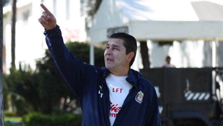 Luis Fernando, durante un entrenamiento de Chivas
