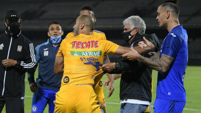 VIDEO: Guido Pizarro insultó a Siboldi y el Tuca los fue a regañar