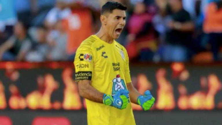Oscar Ustari celebra un gol de Pachuca