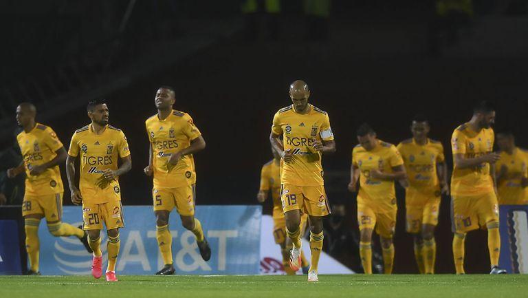Jugadores de Tigres en el partido vs Cruz Azul