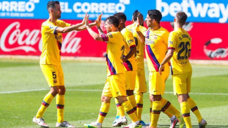Jugadores del Barcelona celebrando su anotación