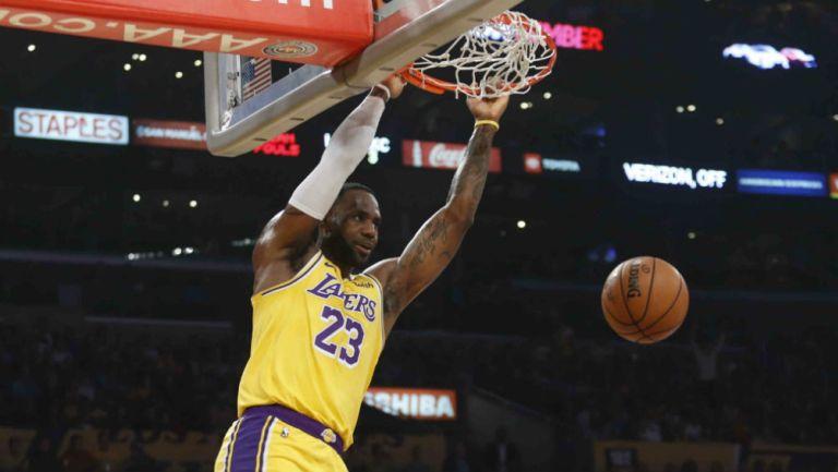 NBA: Tarjeta coleccionable de LeBron James se vendió en casi dos millones de dólares
