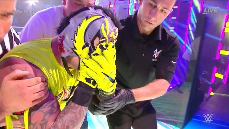 Rey Mysterio se lastimó nuevamente el ojo