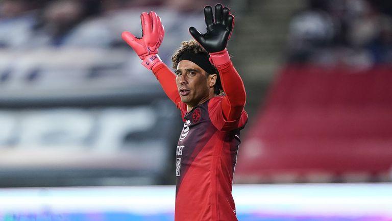 Memo Ochoa en un partido con América