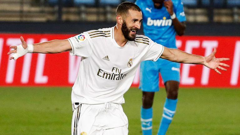 Karim Benzema festeja un gol con el Real Madrid
