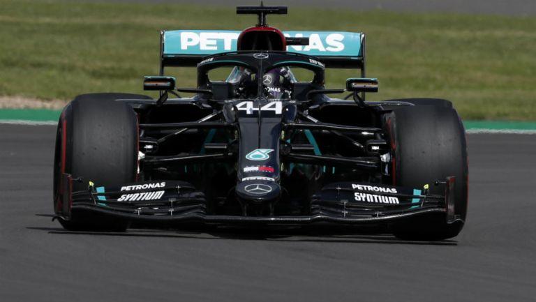 Lewis Hamilton durante una carrera