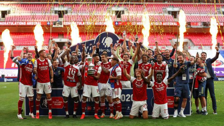 Arsenal festejando el campeonato