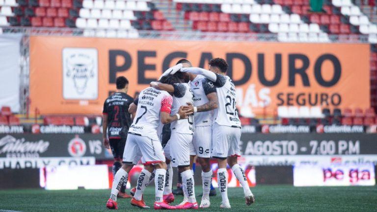Jugadores del Atlas celebran un gol