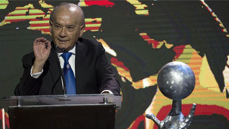 Billy Álvarez en una ceremonia del Salón de la Fama
