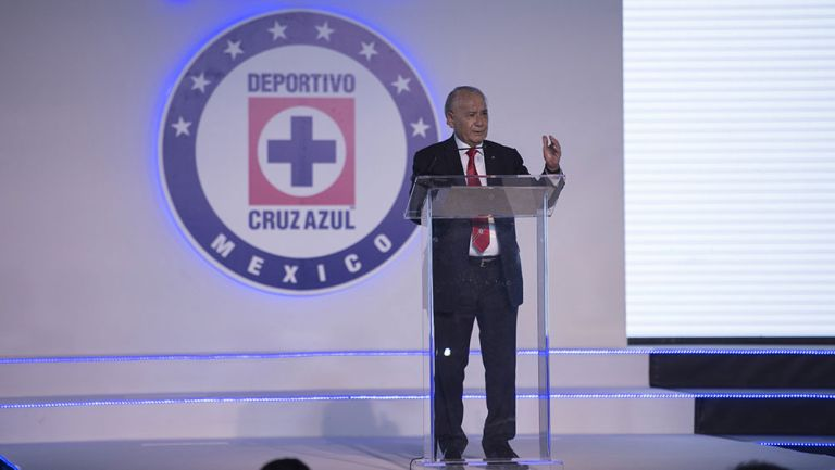 Billy Álvarez en un evento con Cruz Azul