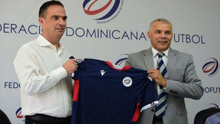 Jacques Passy en su presentación como nuevo DT de República Dominicana