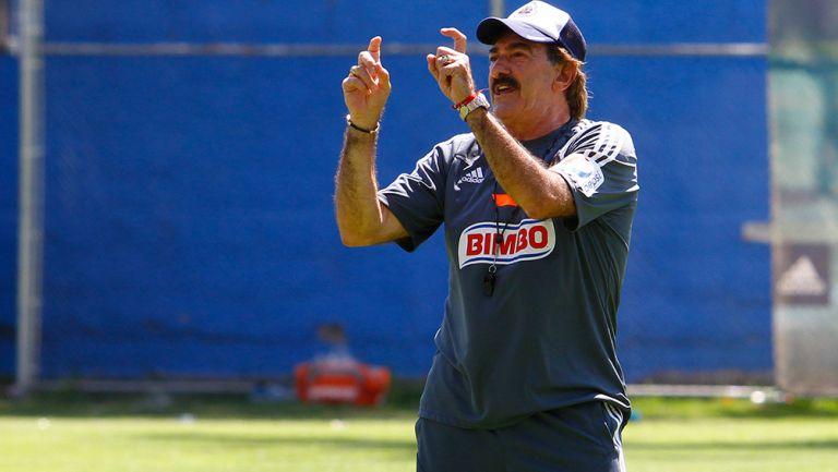 La Volpe, durante un entrenamiento de Chivas