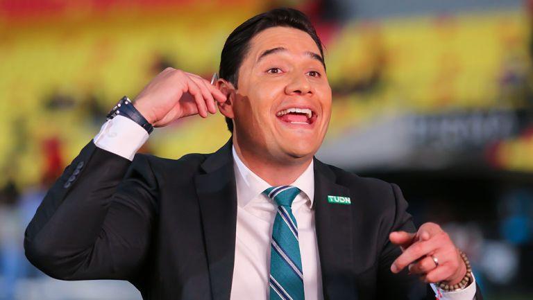 Moisés Muñoz en una transmisión con TUDN