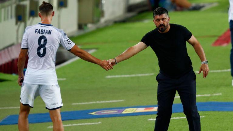 Gattuso saluda a Fabian en su salida del terreno de juego