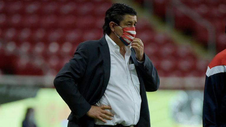 Chivas: Luis Fernando Tena dejó de ser entrenador del Rebaño, anunció el club