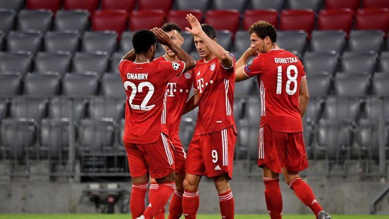 Jugadores del Bayern celebran gol ante Chelsea