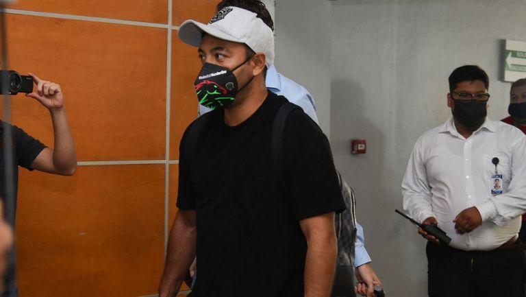 Marco Fabián en el aeropuerto de Ciudad Juárez