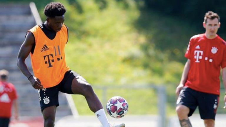 Bayern: Aphonso Davies no participó en los entrenamientos del club alemán