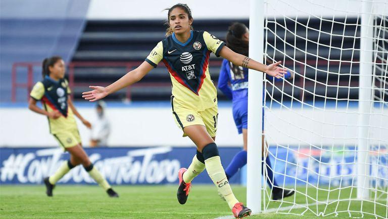 Daniela Espinosa festeja una anotación contra Cruz Azul