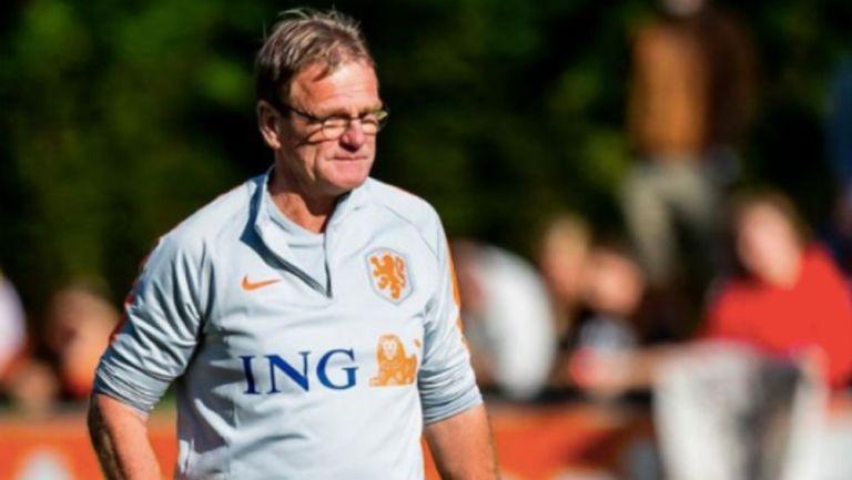 Tras la partida de Koeman al Barcelona, Dwight Lodeweges fue nombrado técnico interino
