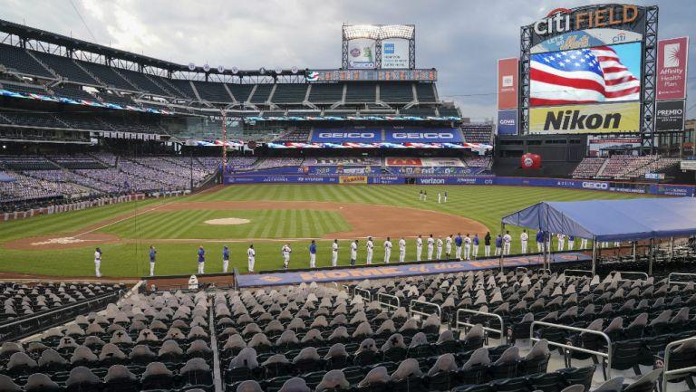 MLB: Marlins y Mets, tras una pausa en silencio, se retiraron del terreno de juego