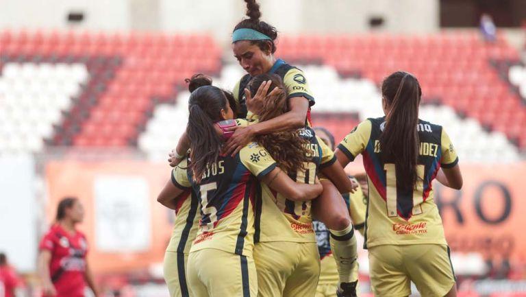 Jugadoras de América festejan diana de Daniela Espinosa