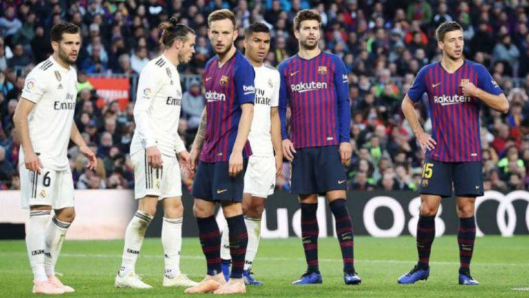 Jugadores del Barcelona y Real Madrid en el Clásico español