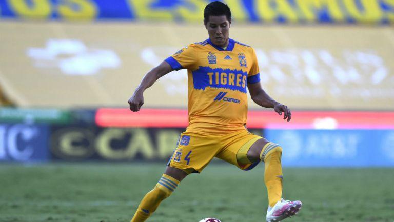 Hugo Ayala en partido con Tigres