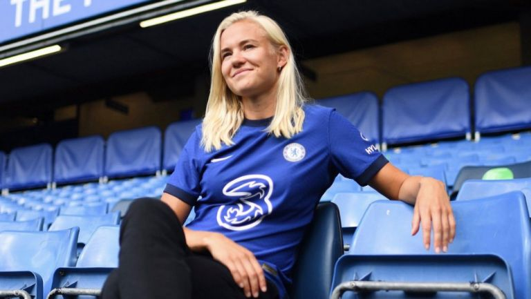 Chelsea: Pernil Harder se convirtió en el fichaje más caro del futbol femenil
