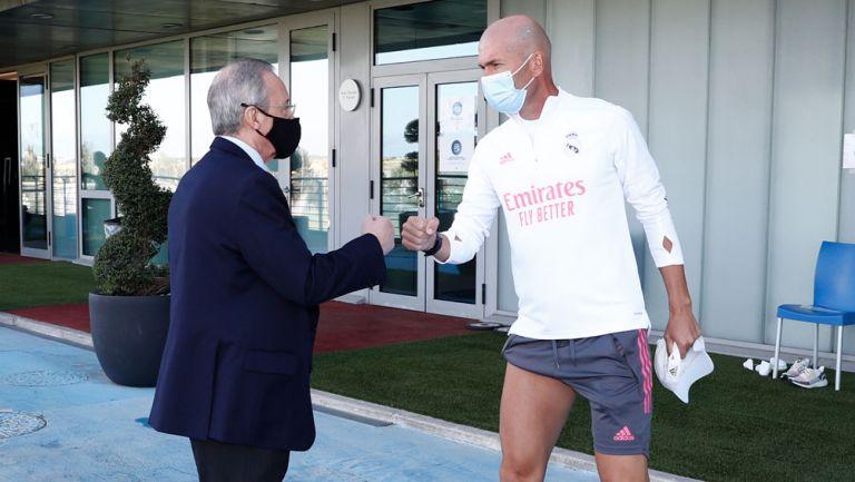Florentino Pérez saluda a Zidane en Valdebebas