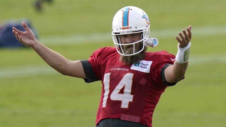 Ryan Fitzpatrick en una práctica de Miami