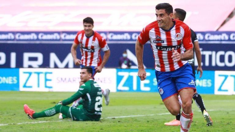 Germán Berterame festeja el gol del triunfo para San Luis