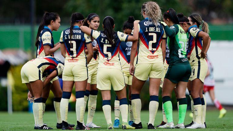 Jugadoras del América previo a un duelo en la Liga Femenil