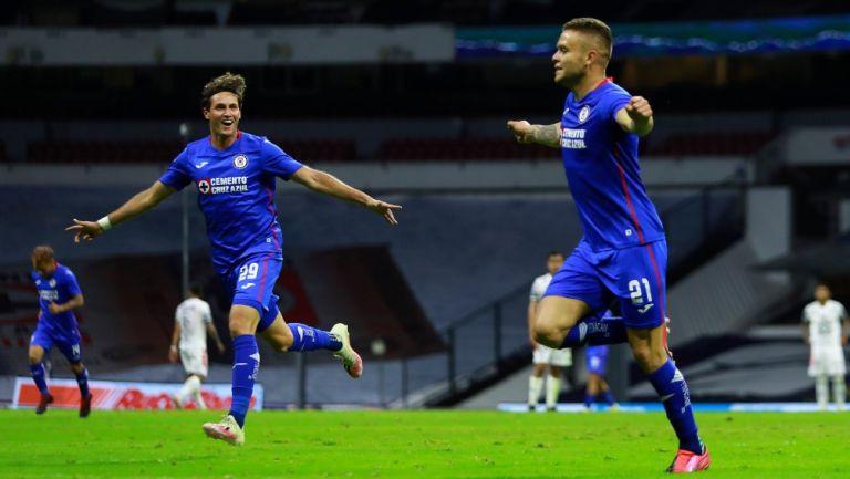 Rodríguez y Giménez celebran gol de la victoria