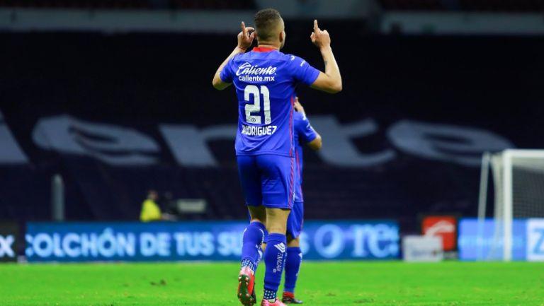 Cabecita Rodríguez durante un partido con Cruz Azul