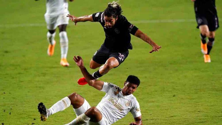 Pizarro recibe una infracción en juego contra Atlanta United