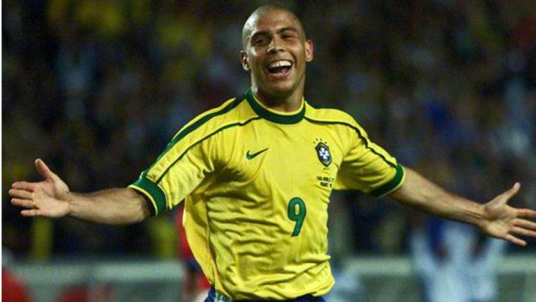 Ronaldo sonríe en un juego de Brasil