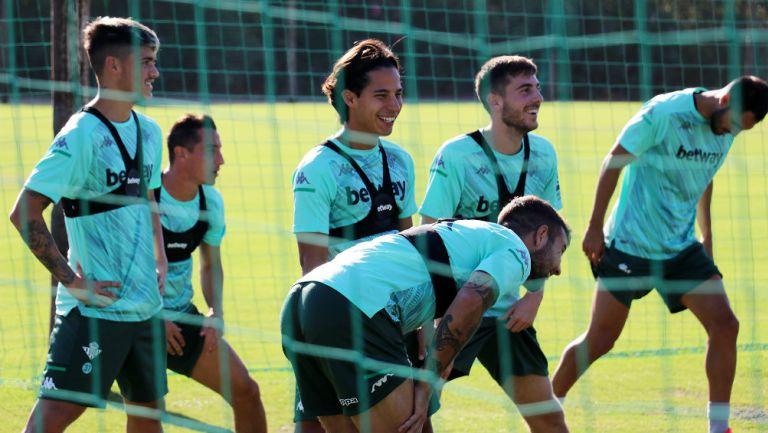 Lainez y Guardado: El Betis convocó al joven, pero no al Principito para su debut en LaLiga