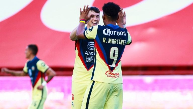 Viñas y Martínez en un juego de América