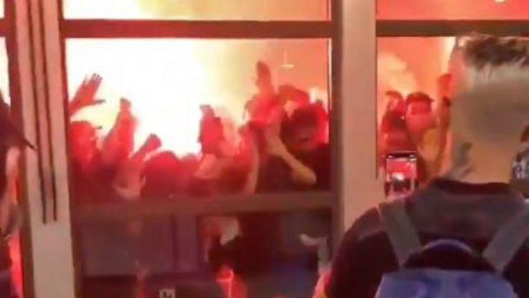 Afición del Marsella recibiendo a su equipo