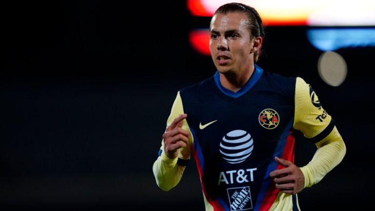 Sebastián Córdova durante un partido con América