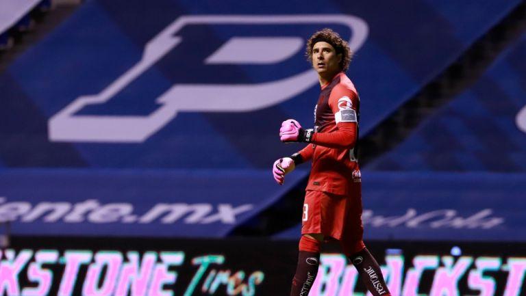 Guillermo Ochoa durante un partido con América