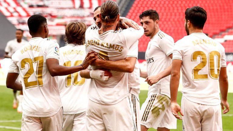 Ramos y Benzema festejan un gol en un duelo con el Real Madrid