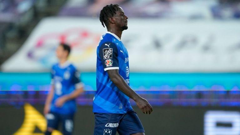 Aké Loba fue expulsado durante el partido