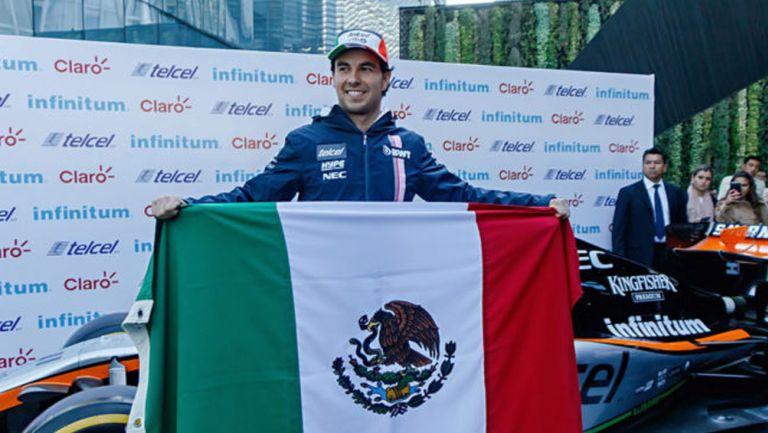 Checo Pérez durante un evento de la Fórmula 1