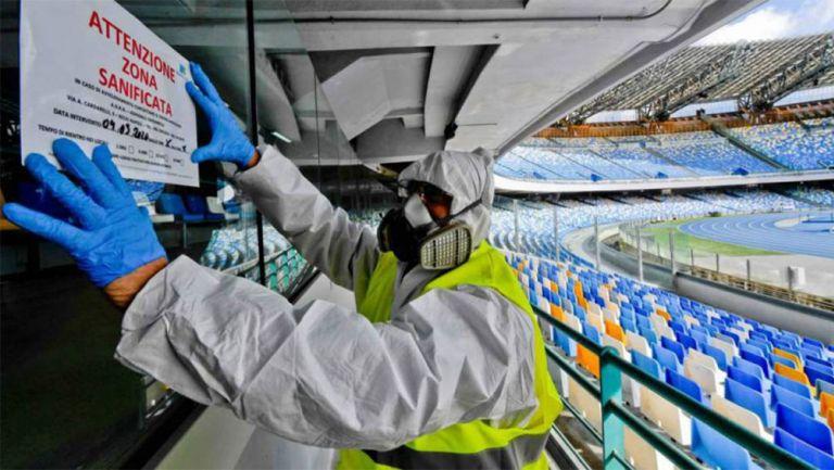 La sanitización de un estadio durante la pandemia