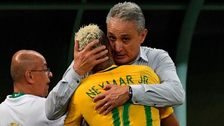 Tite y Neymar durante un partido de Brasil