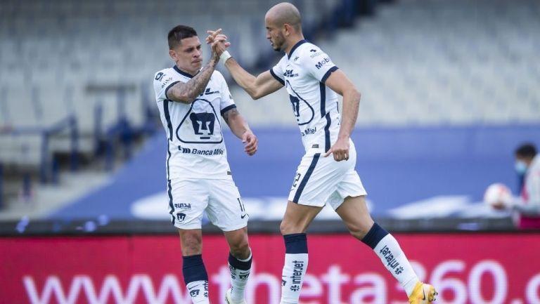 Iturbe y González en un partido de Pumas